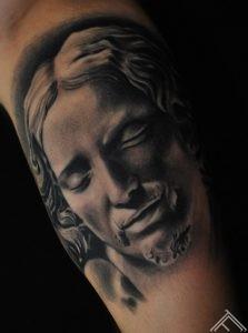 Michelangelo buonarroti pieta tattoo_maris pavlo_tattoofrequency