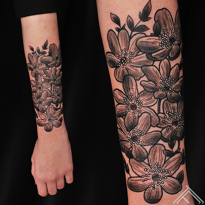 Vintage-pukes-flowers-tattoo-tetovejums-tattoofrequency-studija-salons-riga-art-martinssilins-maksla