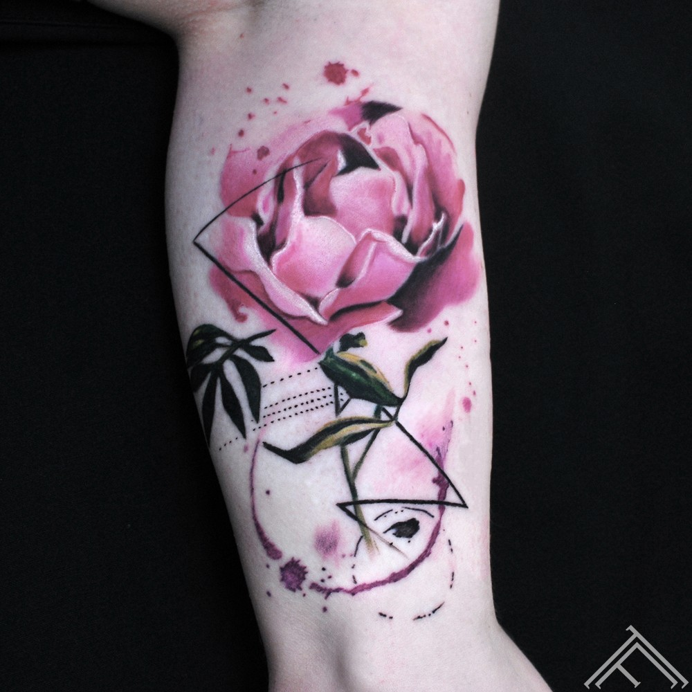 abstrakts-puke-zieds-sketch-tattoo-flower-peony