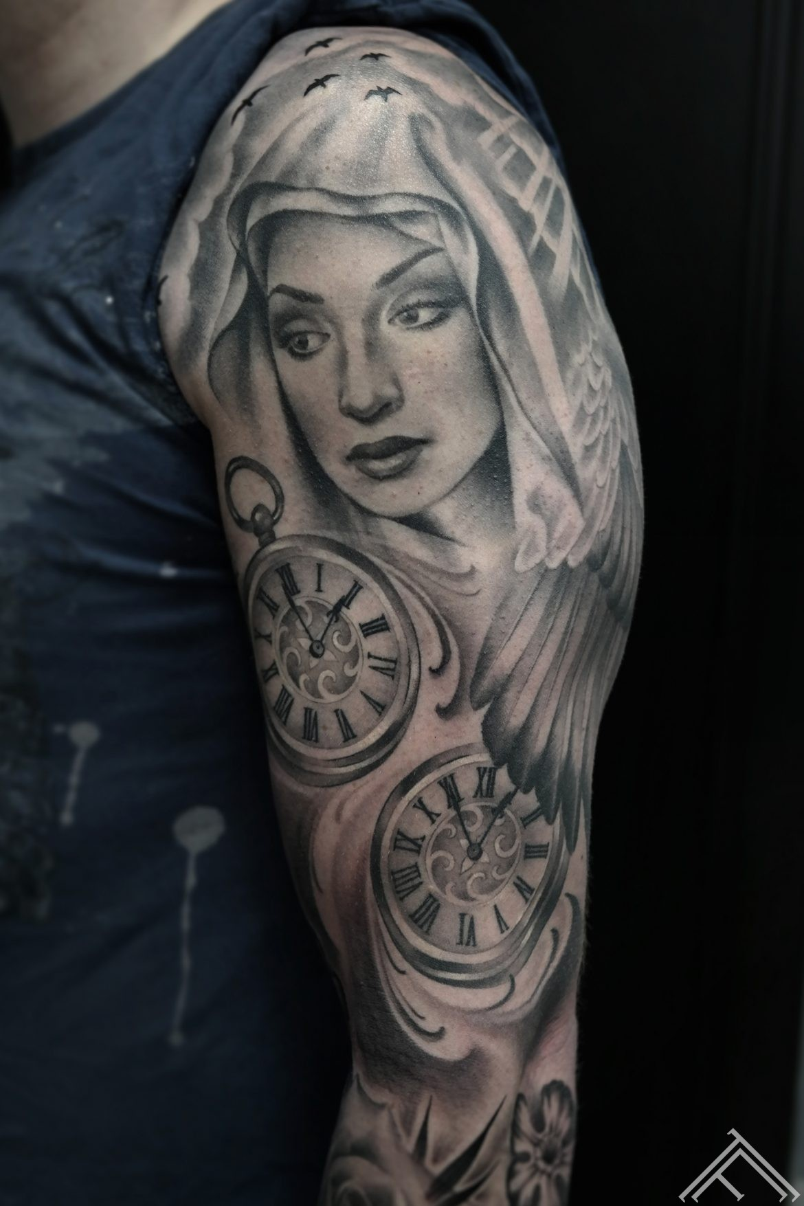 angel-virginmary-svetamarija-clock-time-engelis-tetovejums-riga-tattoofrequency-art-janissvars