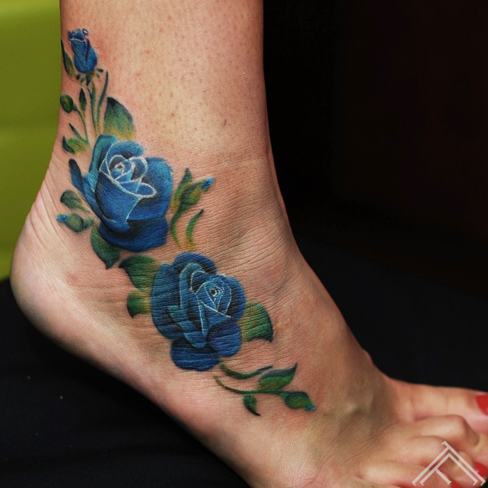 blue-roses-rozes-tetovejums-maksla-art-riga-tattoofrequency-janisandersons