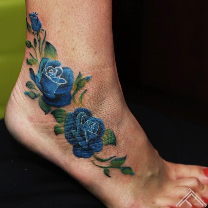 blue-roses-rozes-tetovejums-maksla-art-riga-tattoofrequency-janisandersons