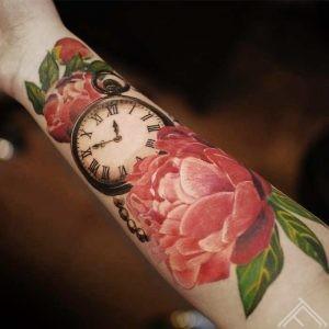 clock-peony-time-flower-tattoo-flowertattoo-tetovejums-peonijas-pulkstenis-riga-latvija-janisandersons