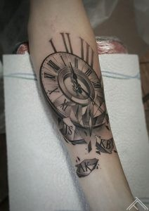 clock-time-pulkstenis-laiks-tattoo-tetovejums-riga-tattoofrequency-art-janissvars