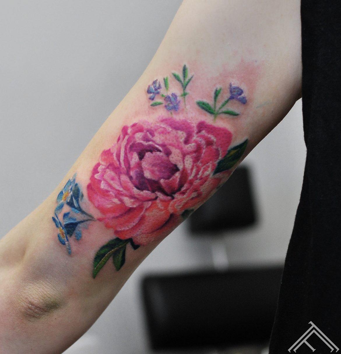 flower-zieds-puke-tetovejums-tattoo-tattoofrequency-riga-latvija-studija-salons-tetovesana