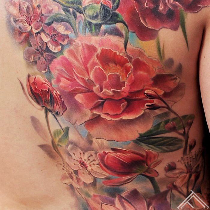 flowers-backpeace-tattoo-girl-sexy-cheryblossom-lotus-peony-marispavlo-tattoofrequency-riga-ziedi-tetovejus