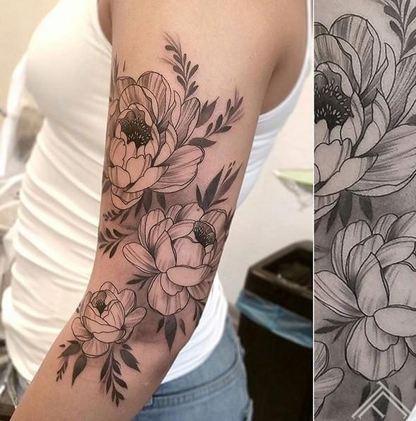 flowers-ziedi-shoulder-tattoo-tattoofrequency-riga-janissvars