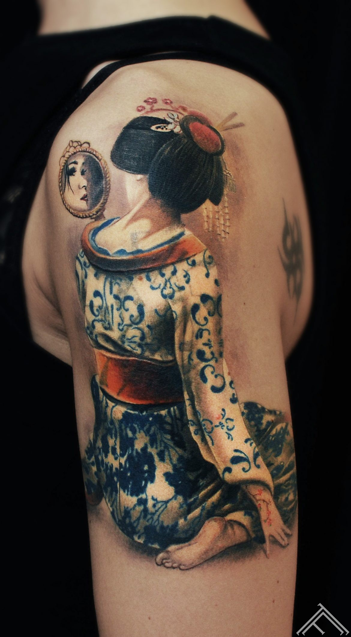geisha-porcelain-mirror-japan-tattoo-tattoofrequency-coverup-riga-marispavlo