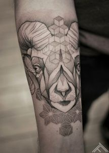 geometric-auns-ram-tattoo-tetovejums-tattoofrequency-riga-janissvars