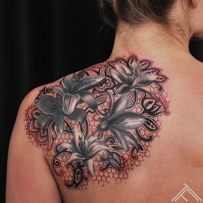 lily-lillijas-flowers-ziedi-tattoo-tetovejums-tattoofrequency-studija-salons-riga-art-martinssilins-maksla