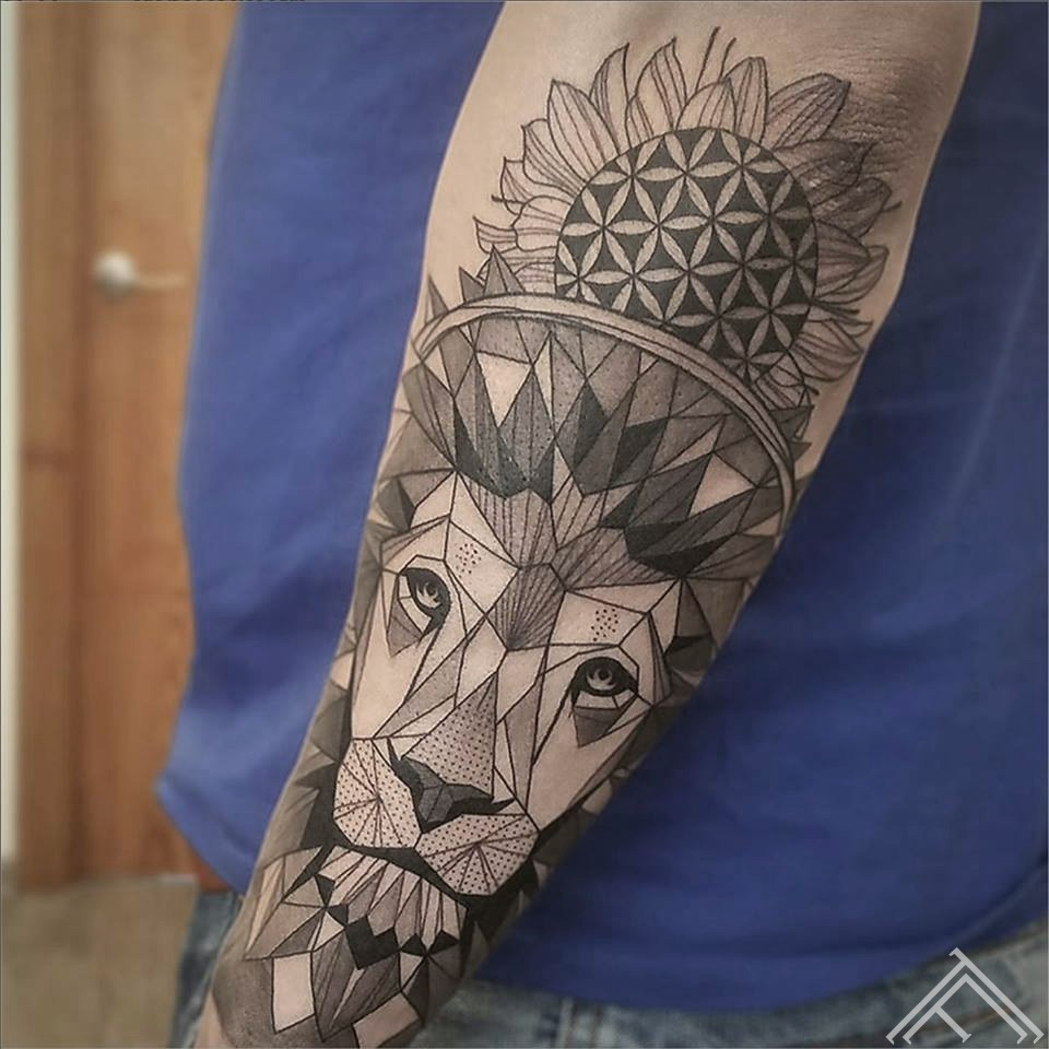 line-linework-geometrical-lion-lauva-art-tattoo-tattoofrequency