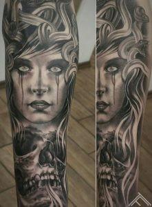 medusa-meduza-woman-sieviete-portrait-portrets-snakes-cuskas-skull-galvaskauss-griekumitologija-tetovejums-tattoofrequency-riga-art-janissvars