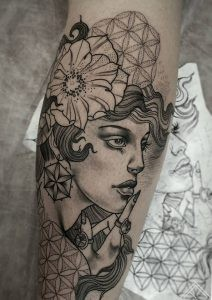 newtradicional-portrait-woman-flower-zieds-sievietes-portrets-geometric-outline-tattoo-tattoofrequency-riga-janissvars-tetovejums