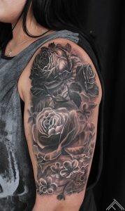 peonijas-peony-ziedi-pukes-flowers-tattoo-tetovejums-tattoofrequency-studija-salons-riga-art-martinssilins-maksla
