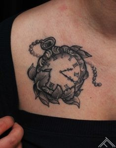 pulkstenis-laiks-time-clock-tattoo-tetovejums-tattoofrequency-riga-studija-salons