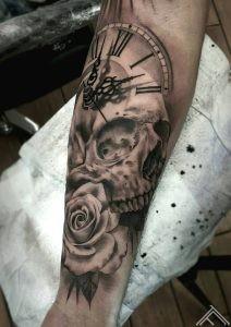 skull-clock-clockface-rose-galvaskauss-roze-pulstenis-tetovejums-tattoo-tattoofrequency-riga-janissvars