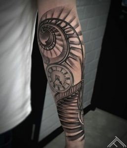stairs-clock-pulkstenis-laiks-time-trepes-tetovejums-tattoofrequency-riga-janissvars