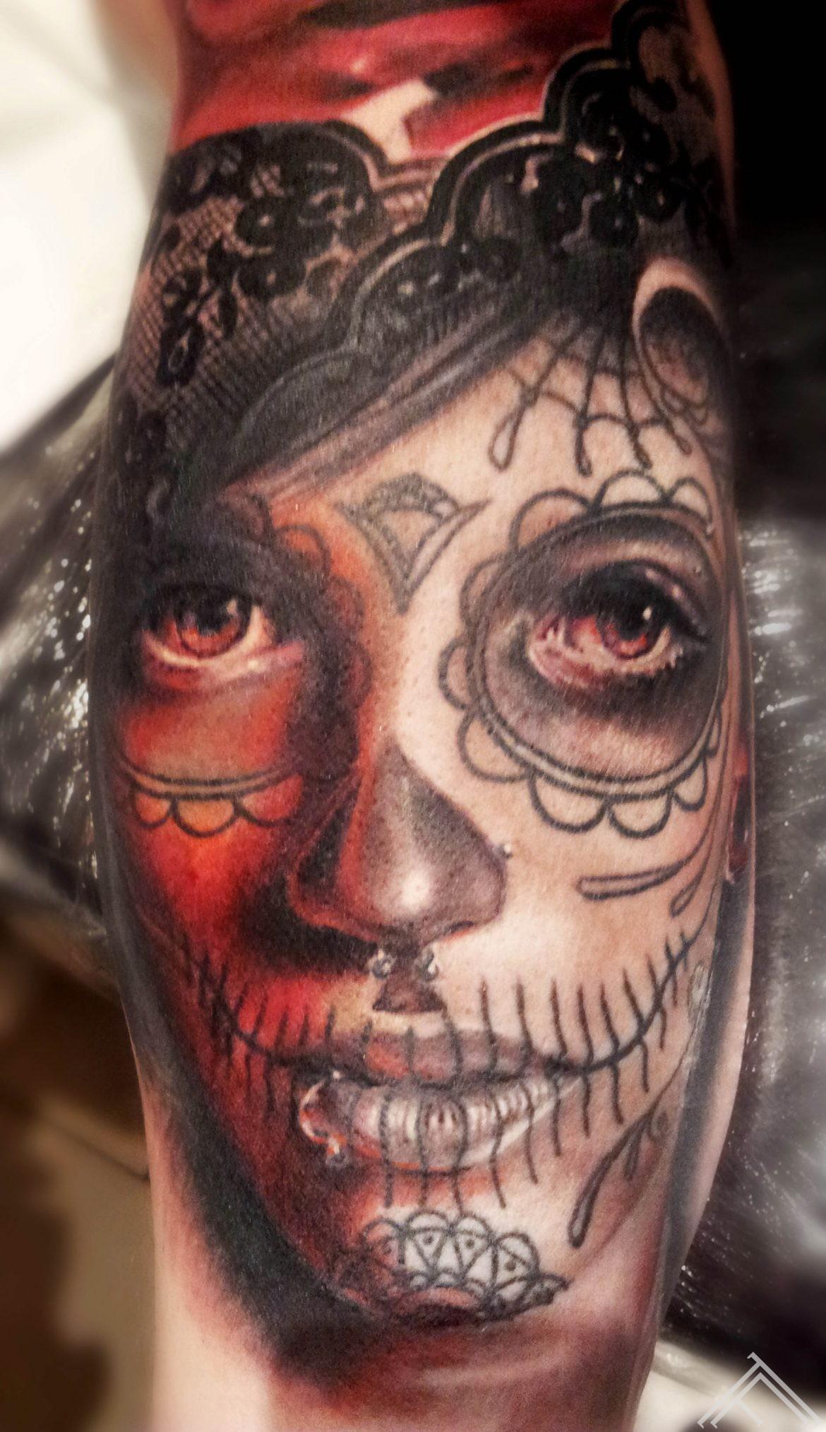 tattoo-muerte-girl-sexy-lace-roses-marispavlo-tattoofrequency