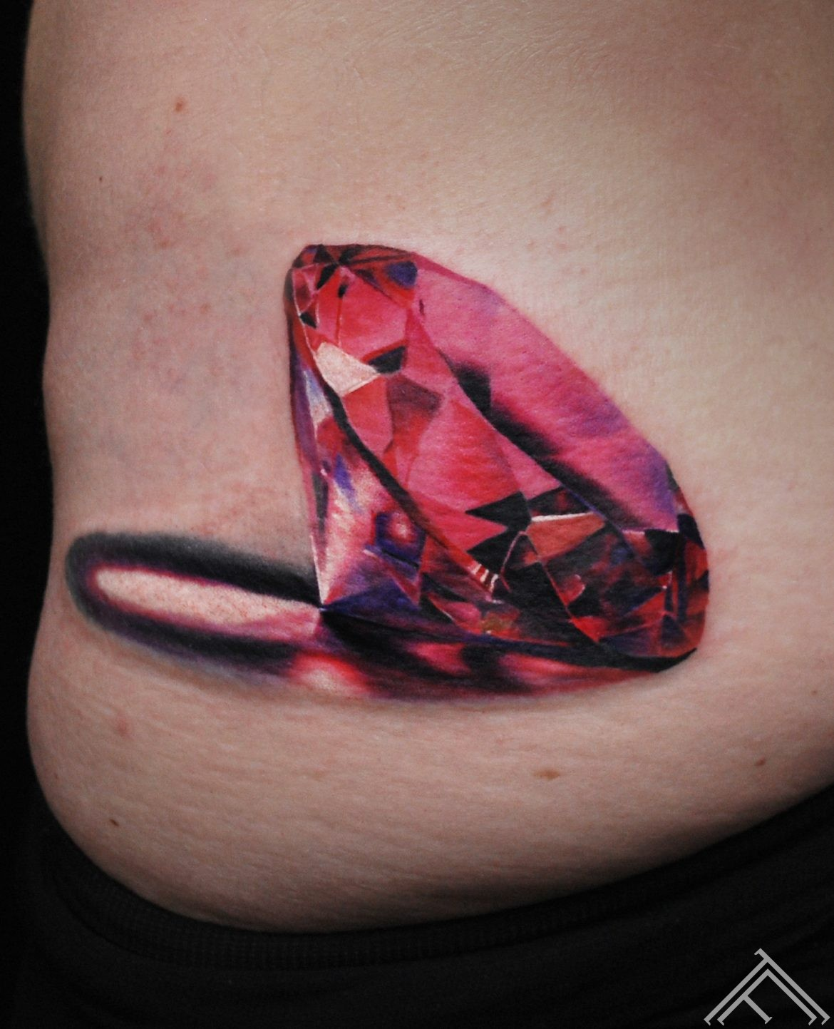 tattoo-tattoofrequency-frequency-marispavlo-diamond-pink-red-art-tattoosaloon-rigasaloontattoo