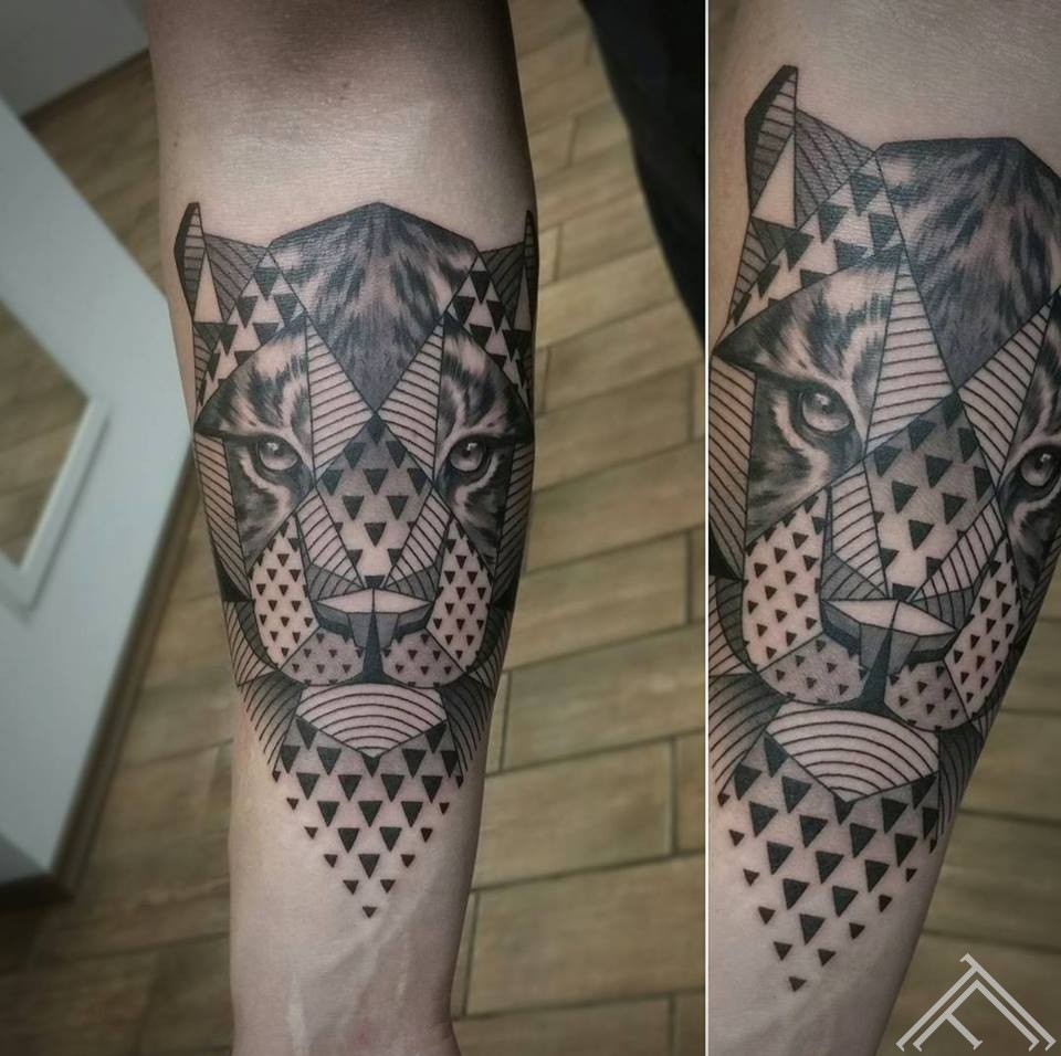 time-geometric-tiger-geometrisks-tigeris-pulkstenis-laiks-tetovejums-art-maklsa-riga-latvija