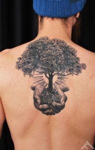 tree-hands-koks-rokas-tattoofrequency-riga-latvija-martinssilins-maksla
