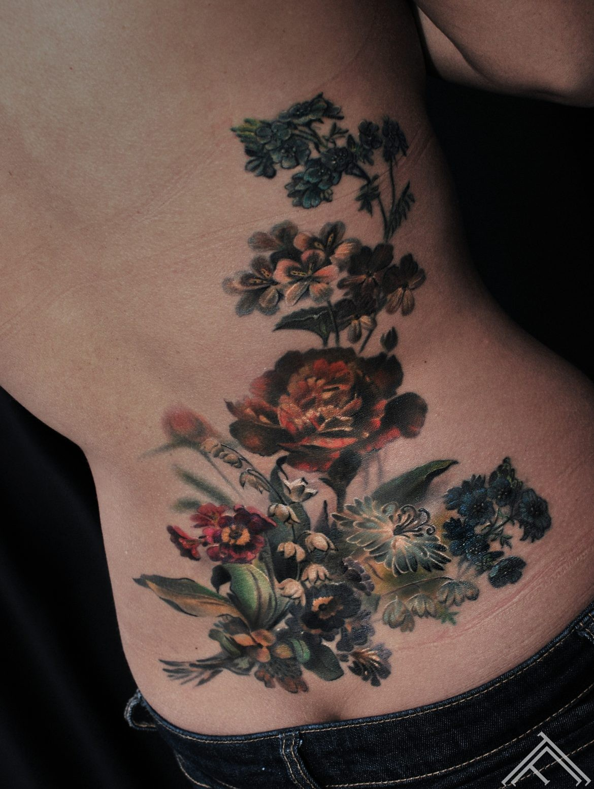 vintage-flowers-ziedi-tattoo-tetovejums-art-maksla-riga-tattoofrequency-studija-marispavlo