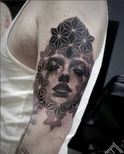 woman-geometric-tattoo-sieviete-portrets-geometrisks-tattoofrequency-riga-latvija-art