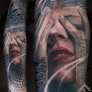 woman-portrait-sievietes-portrets-giger-svesie-organica-tattoo-tattoofrequency-riga-tetovejums-maksla-art-marispavlo-instagram