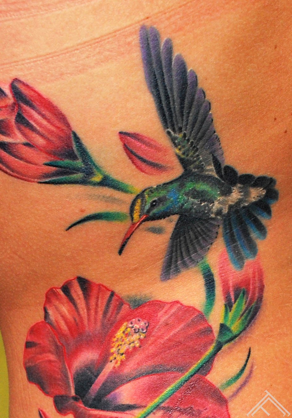 Hibiskus tattoo by Maris Pavlo 1