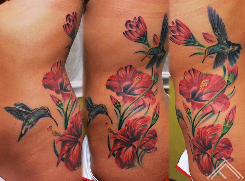 Hibiskus_humingbird_tattoo_marispavlo_art