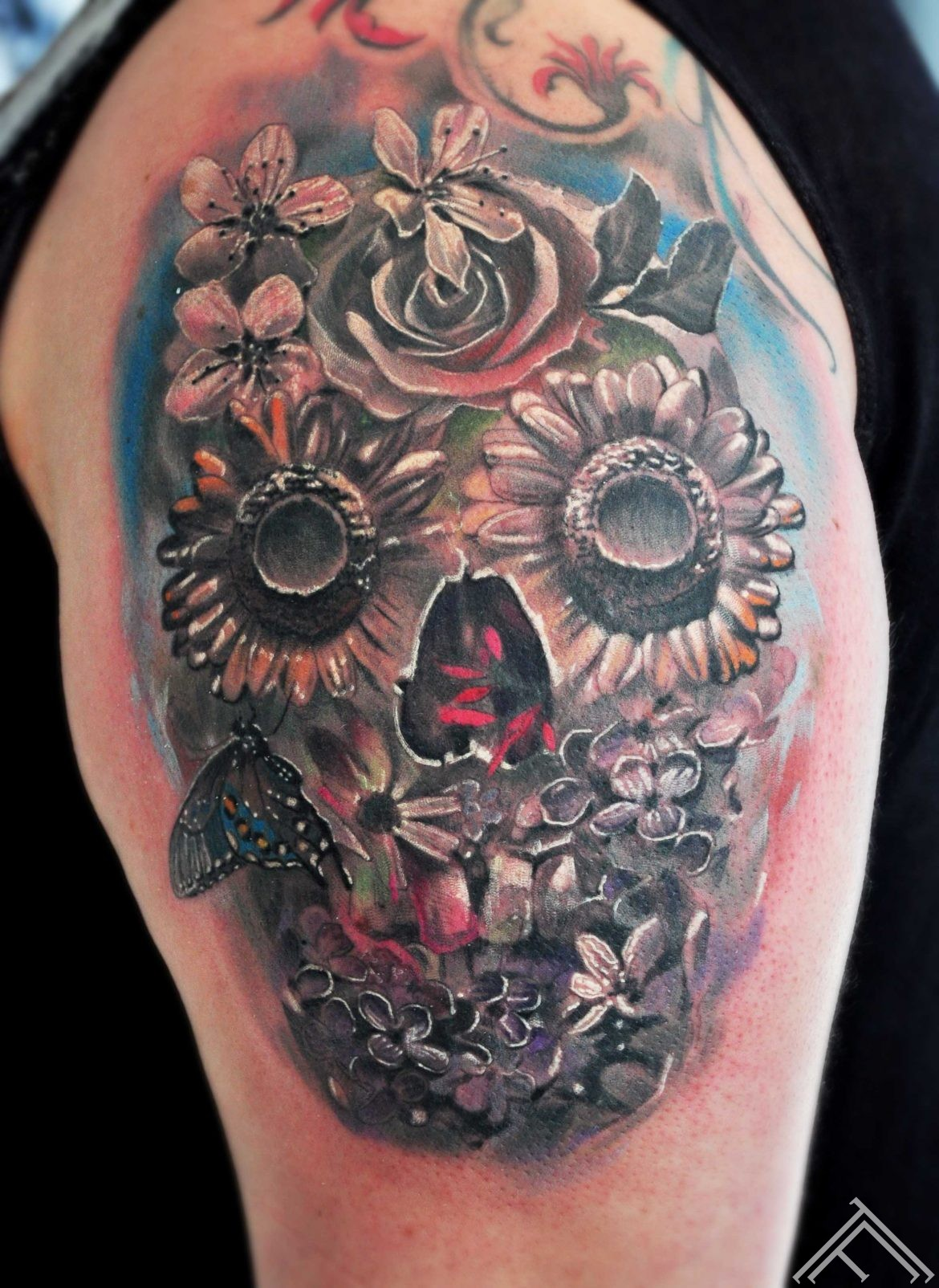 flowers_skull_tattoo_tattoofrequency_marispavlo