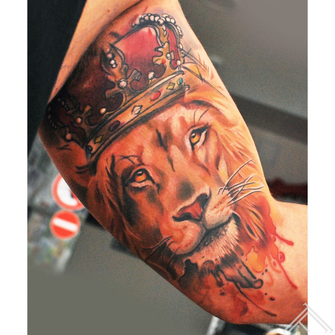 lion_watercolor_crown_tattoo_tattoofrequency_instagram