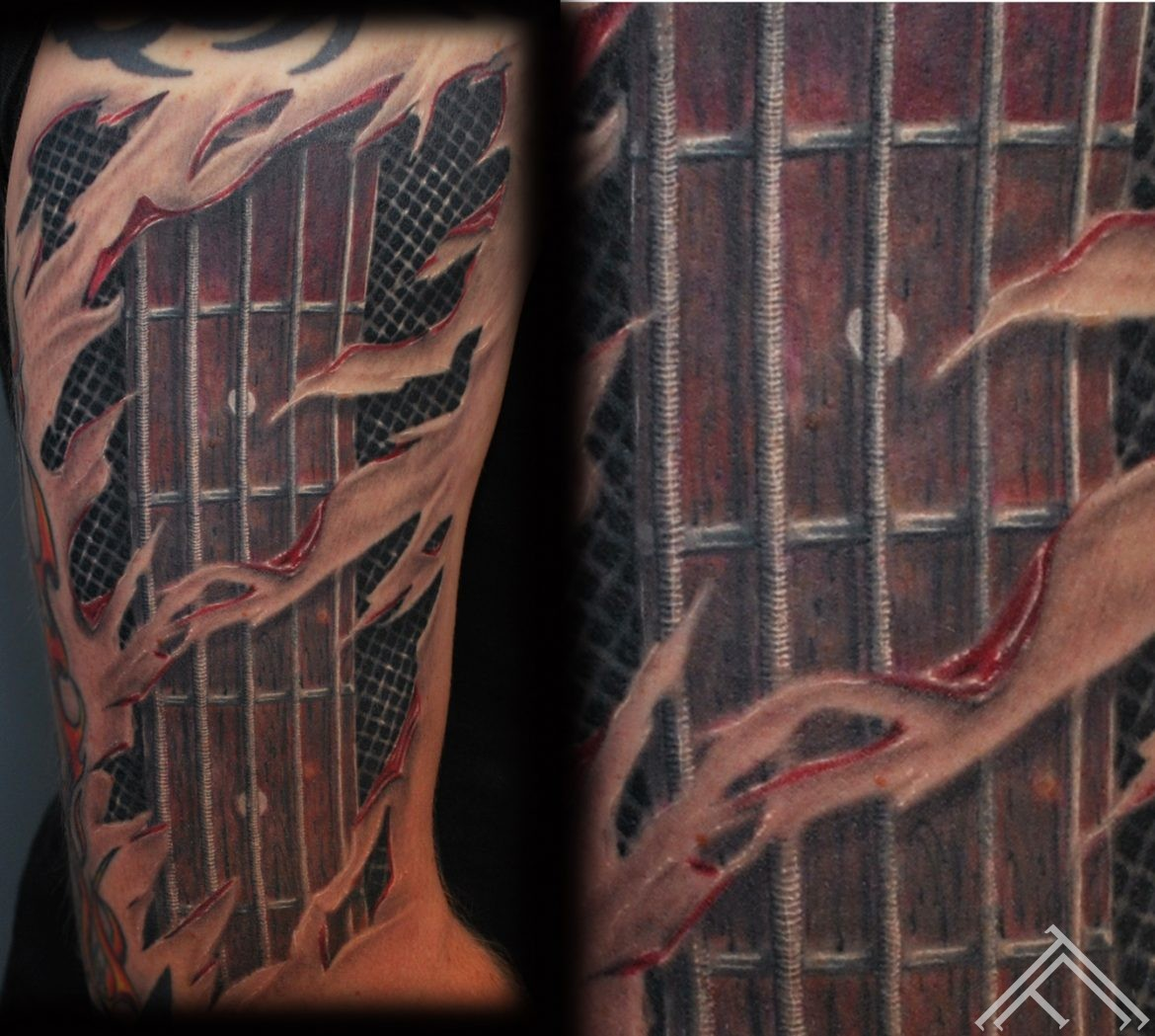 tattoo_bass_guitar_strings_tattoofrequency_tattooshop_rigasaloon_tattoostudio