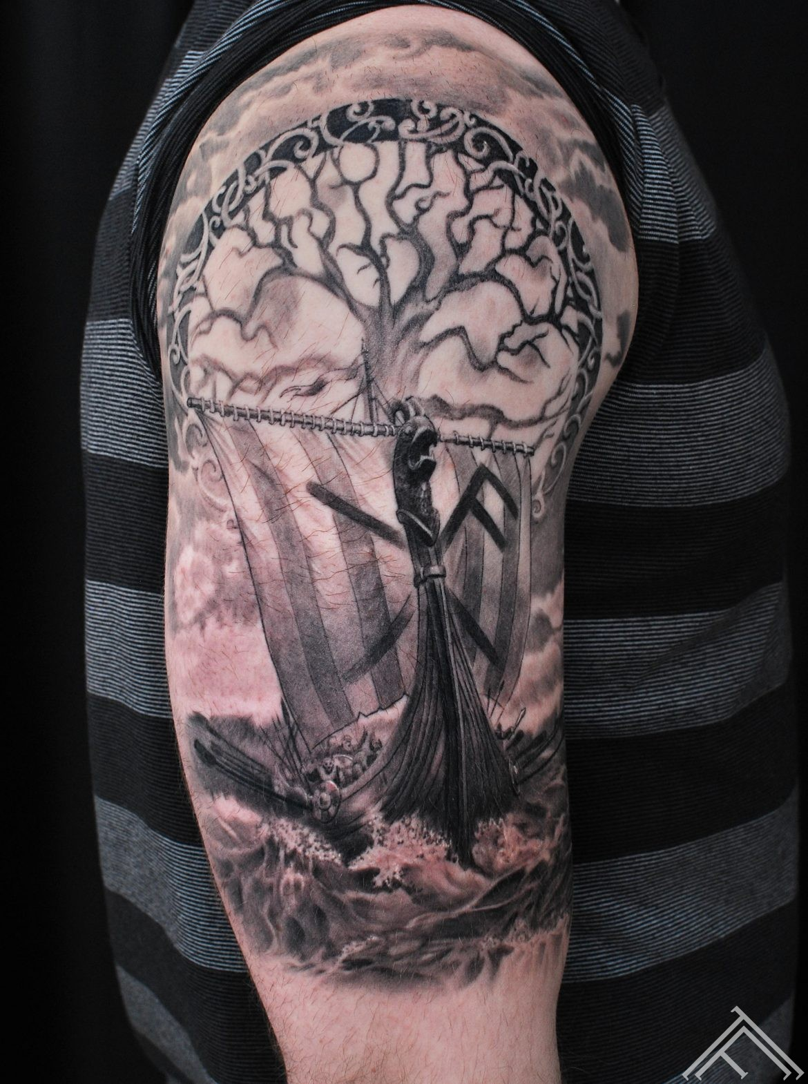 janisandersons-kugis-ship-tattoo-tetovejums-art-tattoofrequency-symbol-vikings-ar udenszimi-fb-m.lapa