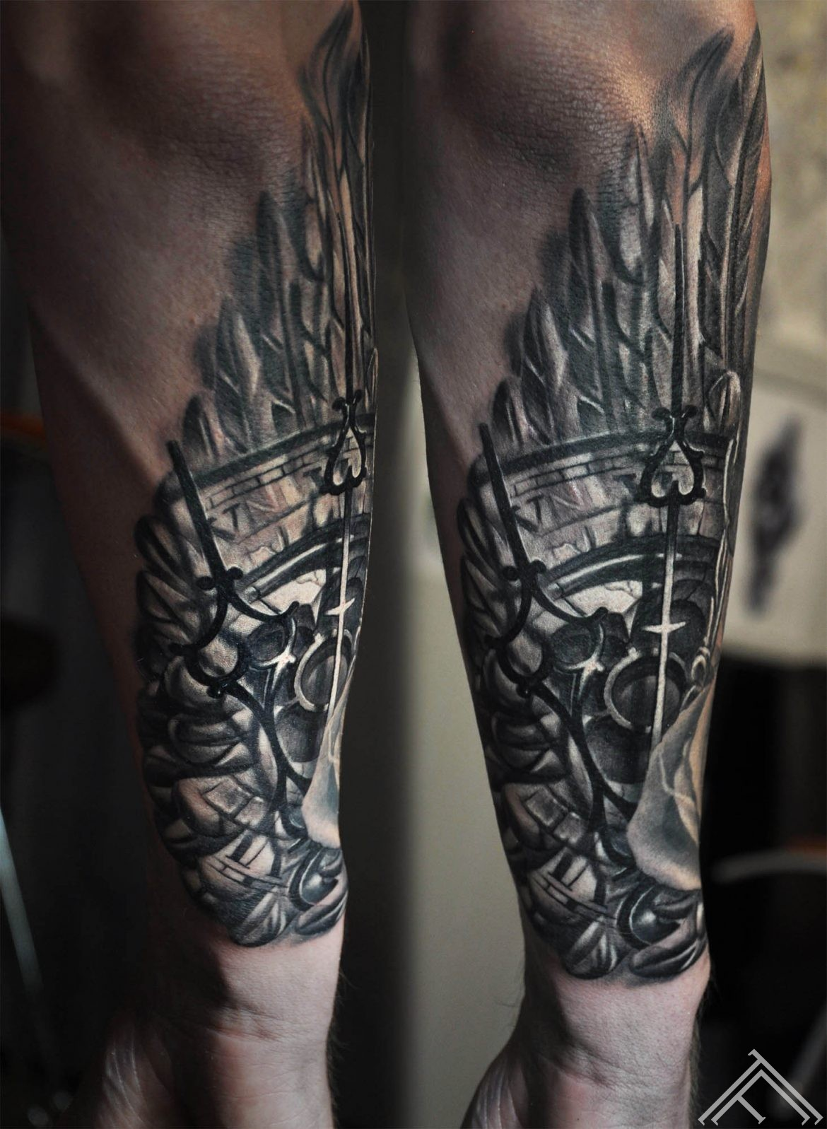 baroque_round_window_feather_wing_clock_arms_marispavlo_tattoofrequency