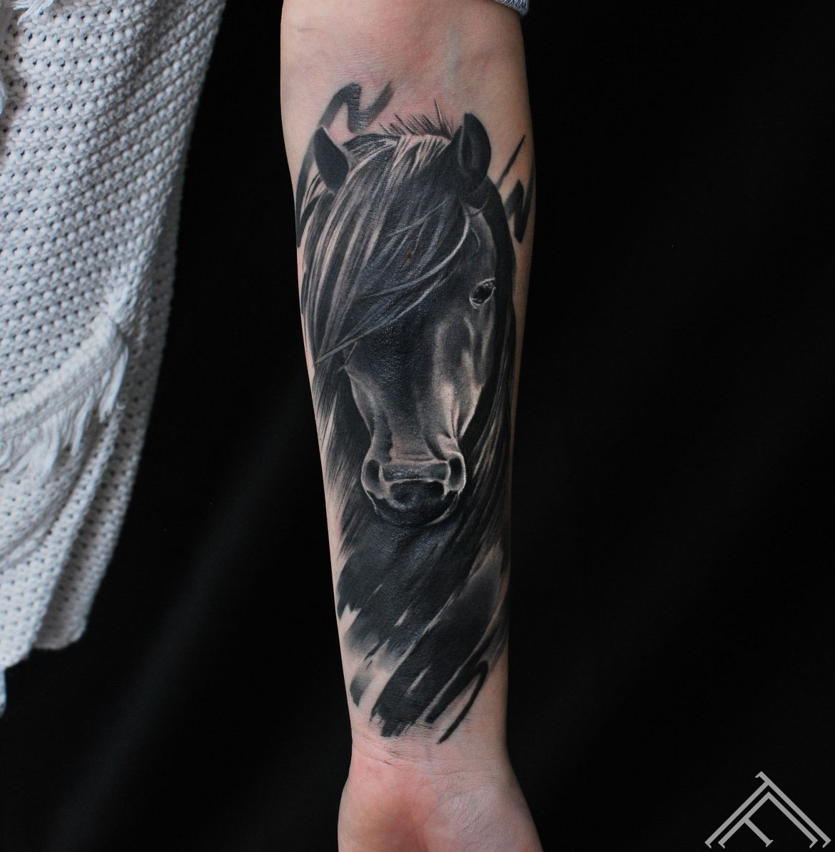 horse-tattoo-tattoofrequency-riga-janisanderson