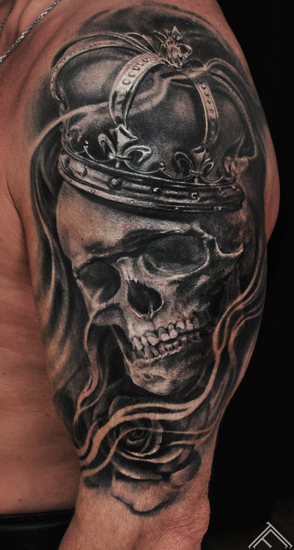 skull-tattoo-tattoofrequency-art-skull-crown-rose-smoke-riga