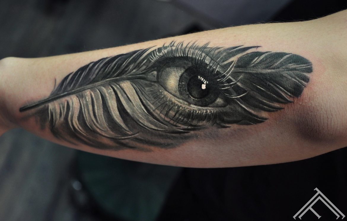 tattoofrequency-riga-spalva-acs-tattoo- eye-feather