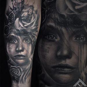 woman-portrait-tattoo-tattoofrequency-rose-ink-splash-brushstroke-marispavlo-instagram