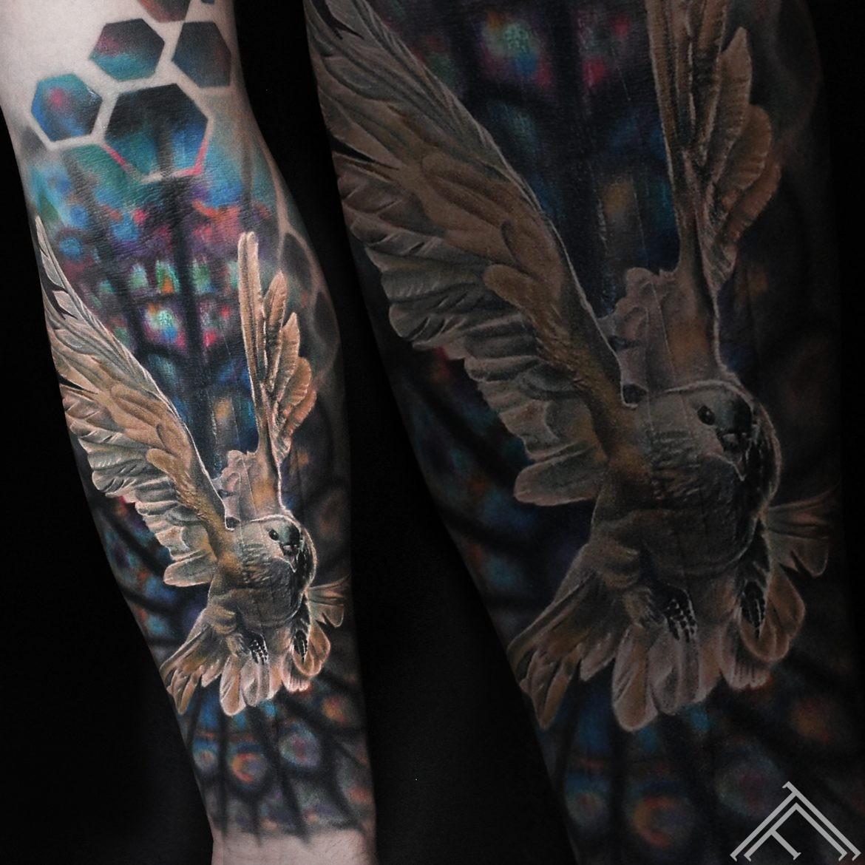 balodis-dove-flyingdove-vitrage-tattoo-tattoofrequency-marispavlo-tetovejums