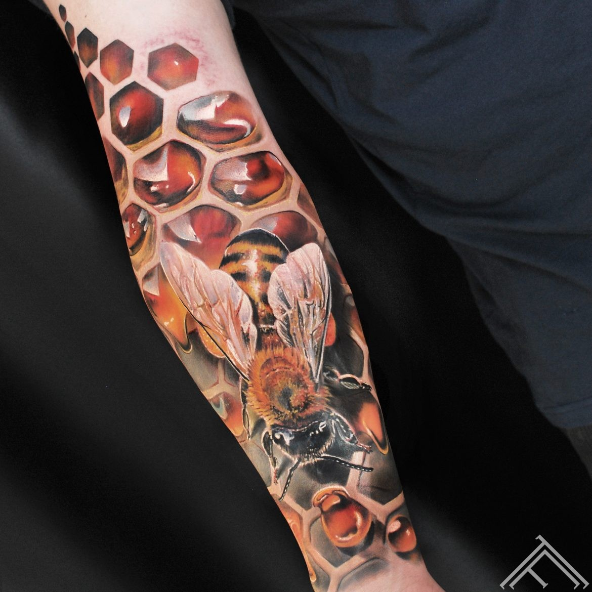 bee-cells-patern-tattoo-riga-marispavlo-tattoofrequency-honey