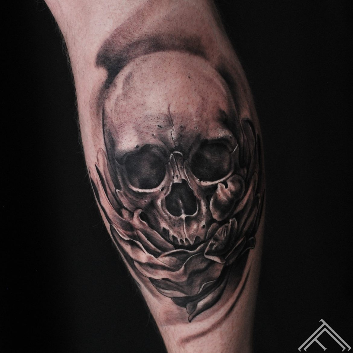 sasha-tattoo-tattoofrequency-riga-skull
