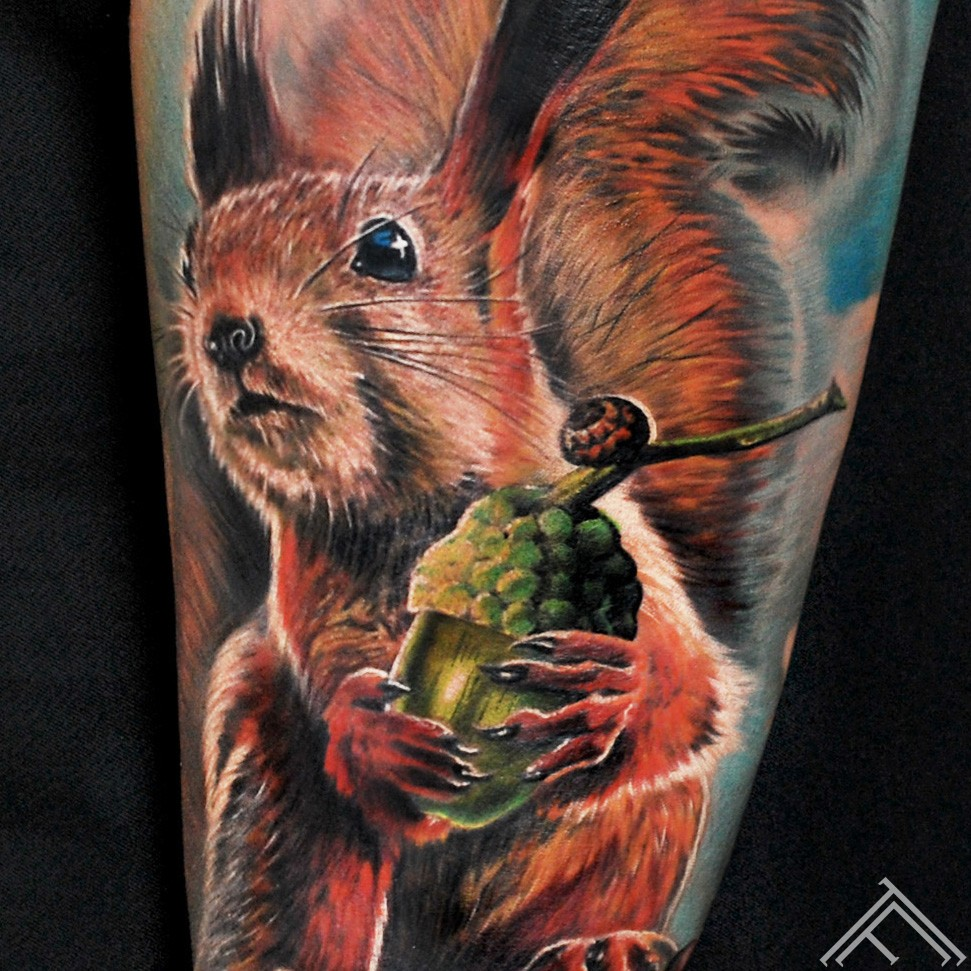 squirrel-animal-vavere-tattoo-tetovejums-tattoofrequency-riga-close up
