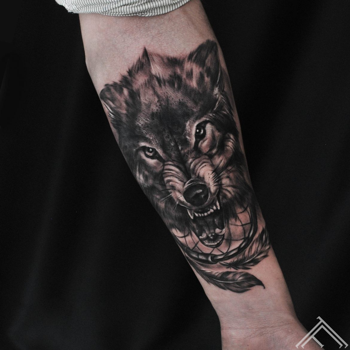 wolf-dreamcatcher-thunder-tattoo-tattoofrequency-riga