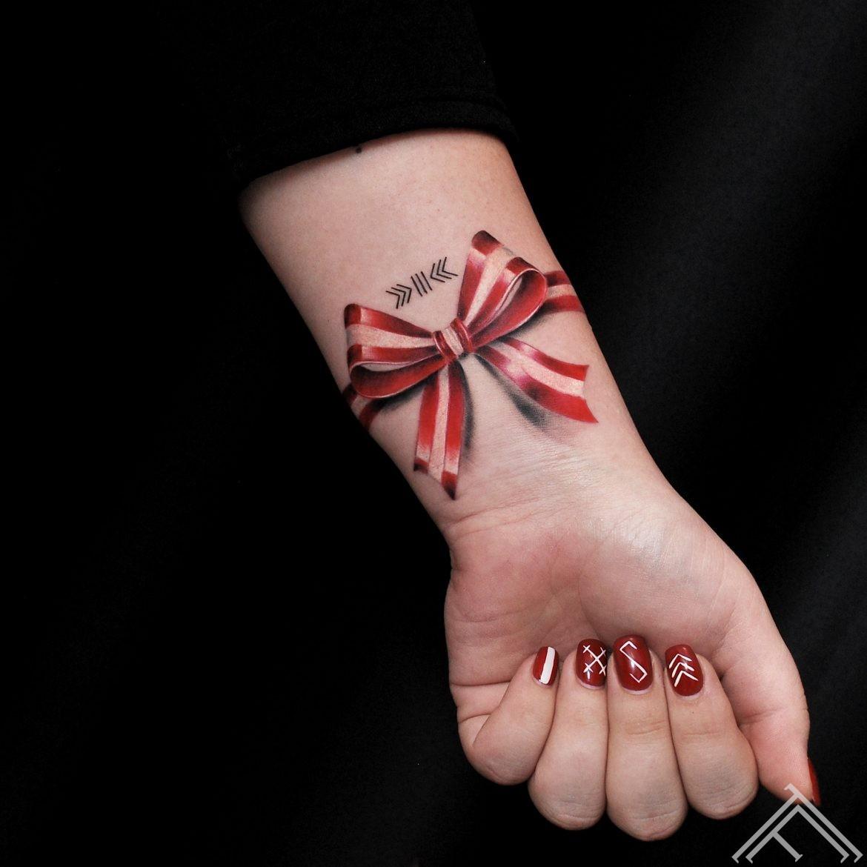 latvija-latvijaskarogs-latviesuzine-latvijassimbols-simbols-jumis-laimasslotinja-maraskoks-tetovejums-riga-tattoofrequency-dmitryrazin