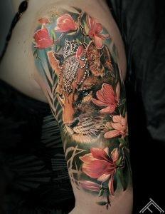 tiger-crown-princess-flowers-tetovejums-marispavlo-art-tattoofrequency-magnolia-zieds-magnolija-fb