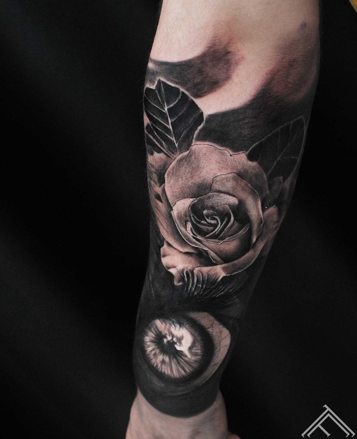 anderson-tattoo-tattoofrequency-eye-rose-roze-tetovejums-art-riga-mlapa
