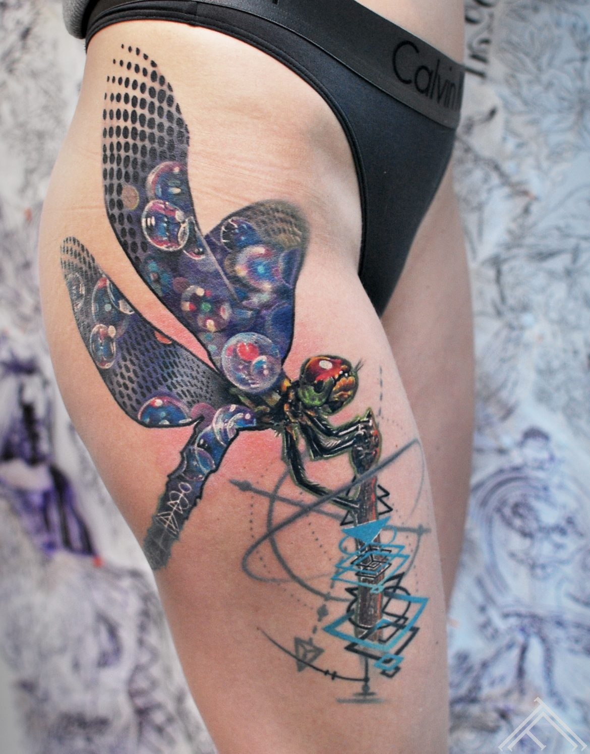 dragonfly-spare-bubble-burbuli-geometric-graphic-art-maksla-tattoo-tetovejums-tattoofrequency-riga-marispavlo-healed-fb