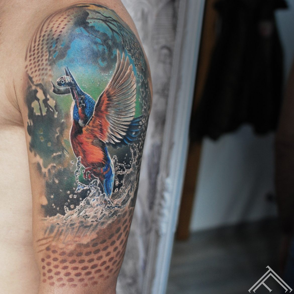 kingfisher-zivju-zivjudzenitis-bird-putns-nature-art-animal-tattoofrequency-riga-tetovejums-tetovesana-maksla-mp-marispavlo-healed