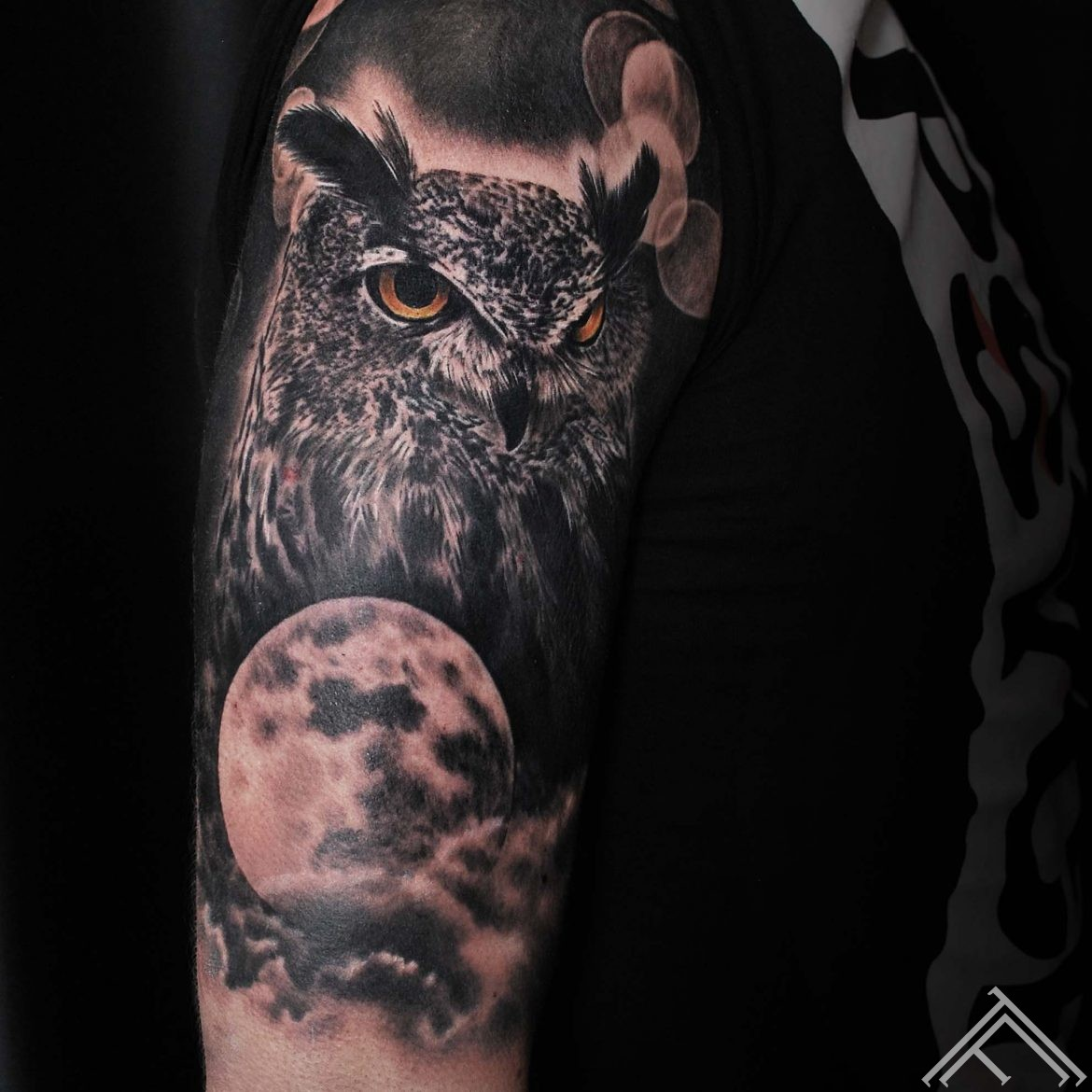 owl-moon-puce-menesis-tattoo-tetovejums-tattoofrequency-riga-art-andersontattoo
